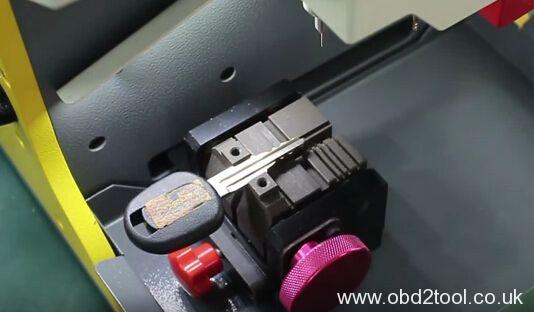 sec-e9-key-cutting-machine-cut-chevy-dw04-5