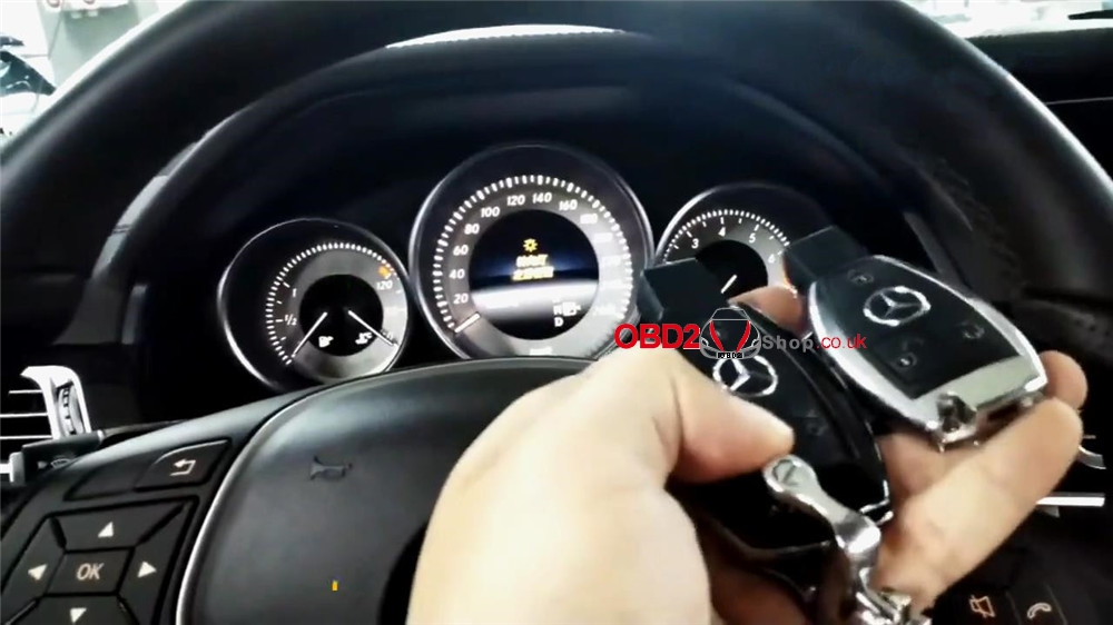 add-mercedes-infrared-key-via-xtool-x100-pad3-kc501-in-4-mins (24)
