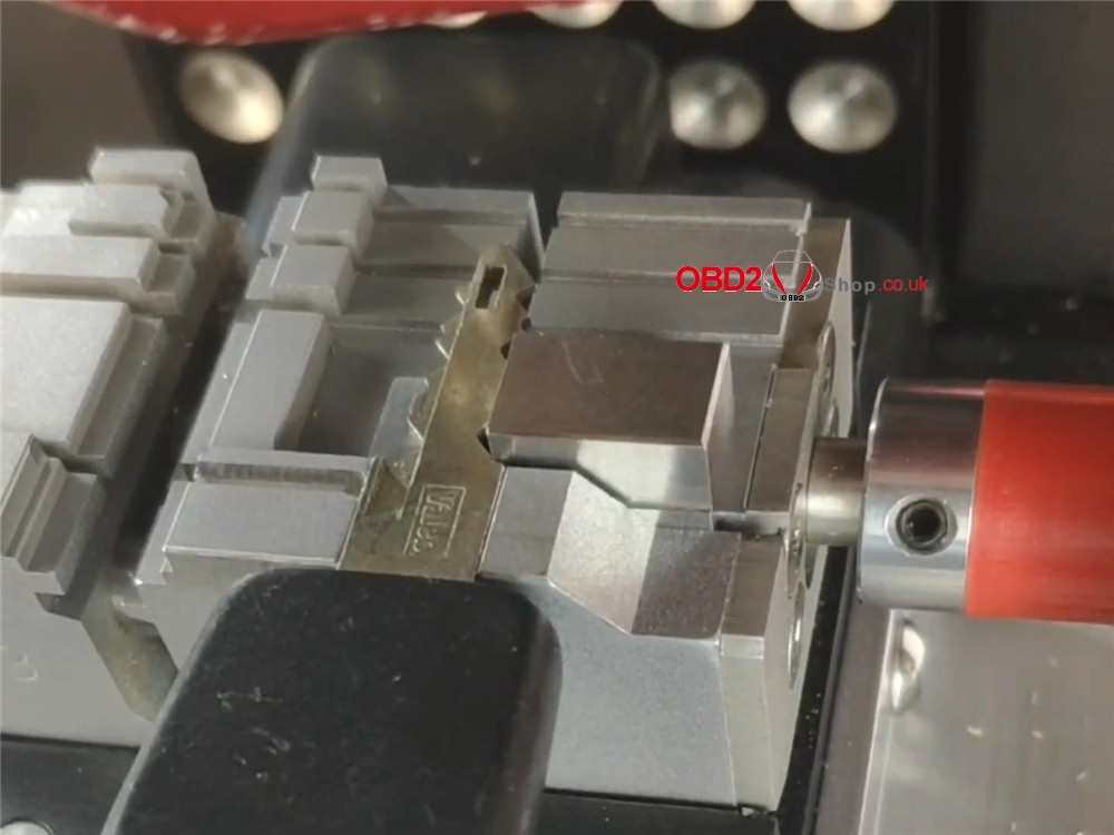 how-2m2-magic-tank-cut a-ne72-ne73-peugeot-key (10)