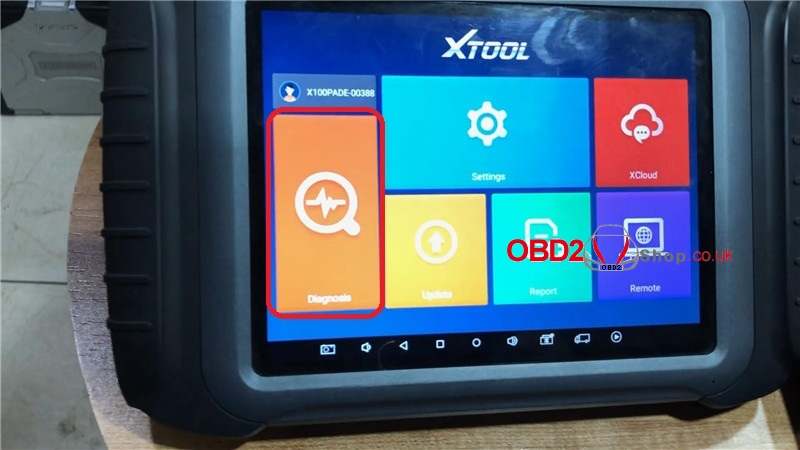 mercedes-w212-add-a-key-by-xtool-x100-pad3-kc501-on-bench (2)