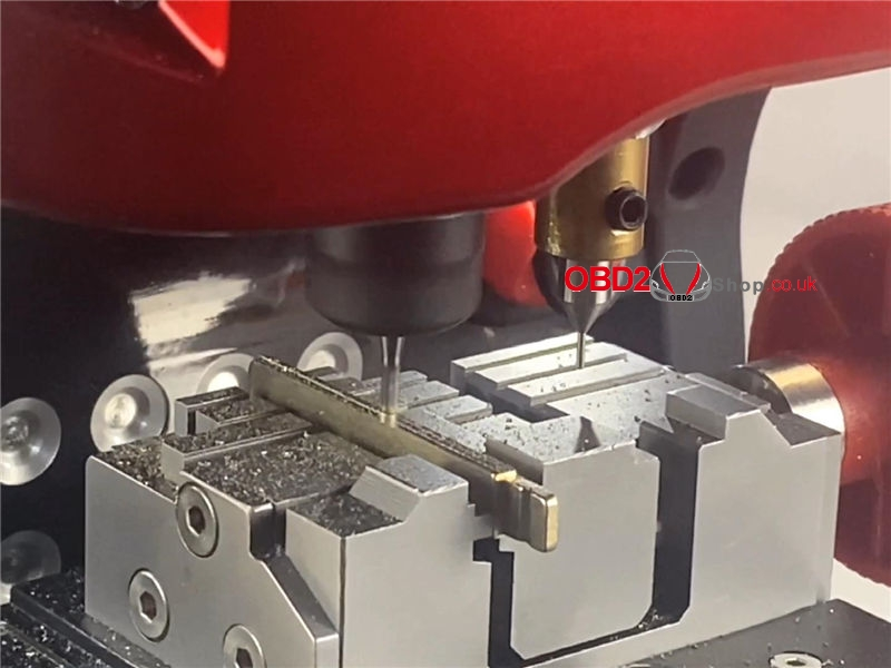 cut-a-hu101-key-blank-by-2m2-magic-tank-machine (12)