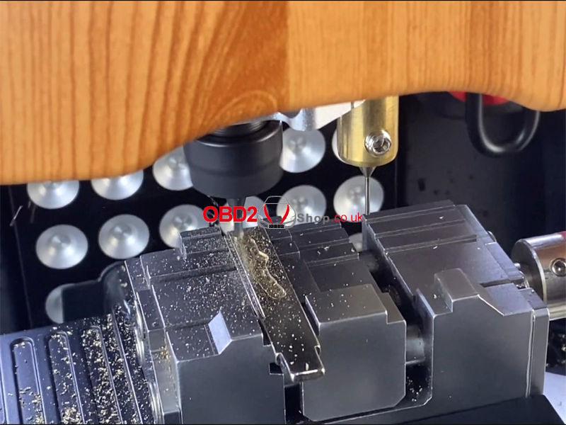 cut-a-bmw-hu92-key-by-bitting-via-2m2-magic-tank-(8)