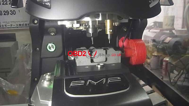 update-2m2-magic-tank-key-cutting-machine-2